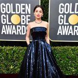 Nachtblauen Glamour bringt Ana de Armas im Paillettenkleid von Ralph & Russo auf den Red Carpet.