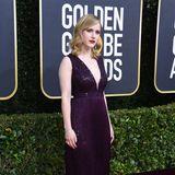 Etwas blass wirkt Rachel Brosnahan in ihrem pflaumenfarbenen Dress.