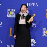 """Mit derRapperin und Schauspielerin Awkwafina hat in der Kategorie """"Beste Hauptdarstellerin- Komödie/Musical"""" erstmal eine Asiatin den Golden Globe Award für den Film """"The Farewell"""" gewonnen. Ein Gewinn dabei auch ihr Look von Christian Dior Haute Couture."""