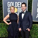 Julie Yaeger und Paul Rudd zeigen sich farblich schön abgestimmt in tiefem Blauschwarz.