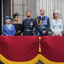 PrinzCharles, HerzoginCamilla Queen Elizabeth ll, Herzogin Meghan, PrinzHarry,PrinzWilliam, Herzogin Catherine, Prinzessin AnneundSir Tim Laurence