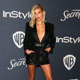 Im sexy Blazer-Dress feiert Hailey Bieber bei der Party von InStyle und Warner Bros.