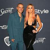 Evan Ross ist im petrolfarbenen Outfit fast noch mehr Hingucker als seine Frau Ashlee Simpson.