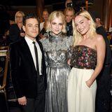Nicht umgezogen haben sich Rami Malik, Lucy Boynton und Margot Robbie, hängen nach der Verleihung aber noch gerne miteinander ab. Und Toni Collette ist im Hintergrund auch noch zu sehen.