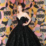 """""""Succession""""-Star Sarah Snook hat's mit ihrem schwarzen Prinzessinnen-Outfit sicher nicht leicht, auf der HBO-Party zu tanzen."""