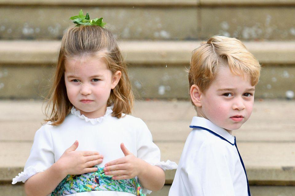 Echte Hochzeitsprofis: Prinzessin Charlotte und Prinz George beeindruckten nicht nur bei Prinzessin Eugenies Hochzeit mit ihrem niedlichen Auftritt in der Kirche.