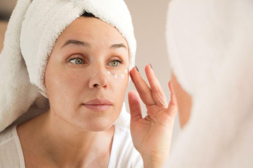 Augenfalten: Das hilft gegen Krähenfüße