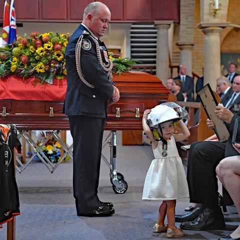 Charlotte O'Dwyer während der Beerdigung ihres VatersAndrew O'Dwyer