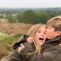 2020  Ein Küsschen zwischendurchgibt es von Prinz Vincentfür seine Schwester Josephine aber nicht nur zum Geburtstag.