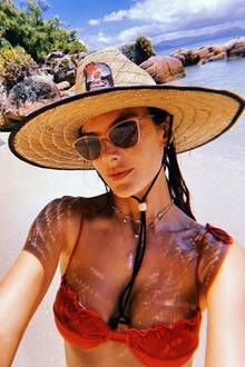 Alessandra Ambrosio am Strand