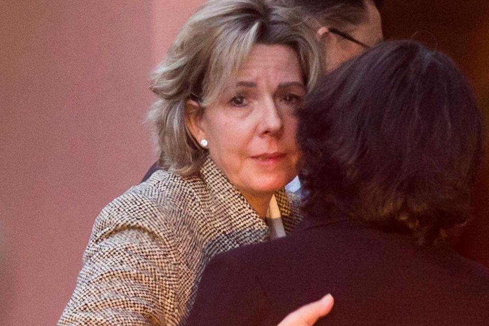 Infanta Pilars Tochter Simoneta Gomez-Acebo kann ihre Tränen nicht verbergen