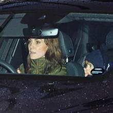 9. Januar2020  Happy Birthday, Herzogin Catherine! Am Kensington Palast angekommen kann sich Kate nicht nur selbst auf ihre Geburtstagsfeier freuen, sie erfreut uns auch mit einem kurzen Blick auf Prinz Louis.