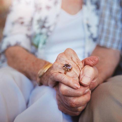 Bill und Nancy hielten sich bis zum Schluss fest an den Händen (Symbolbild)