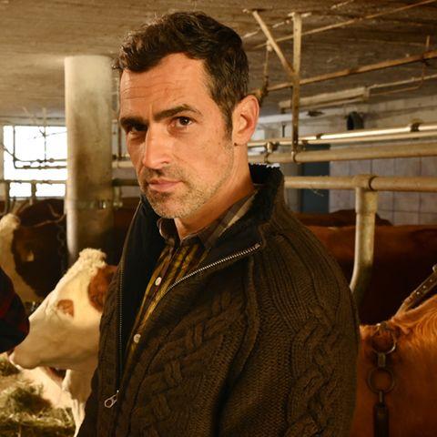 """Gabriel Merz als Milchbauer Gregor im ZDF-""""Bergdoktor""""."""