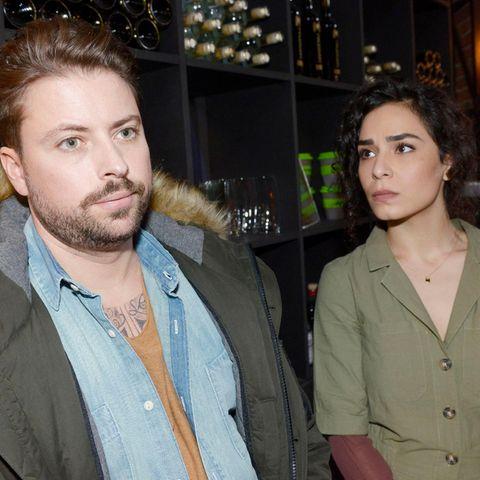 John (Felix von Jascherhoff) und Shirin (Gamze Senol)