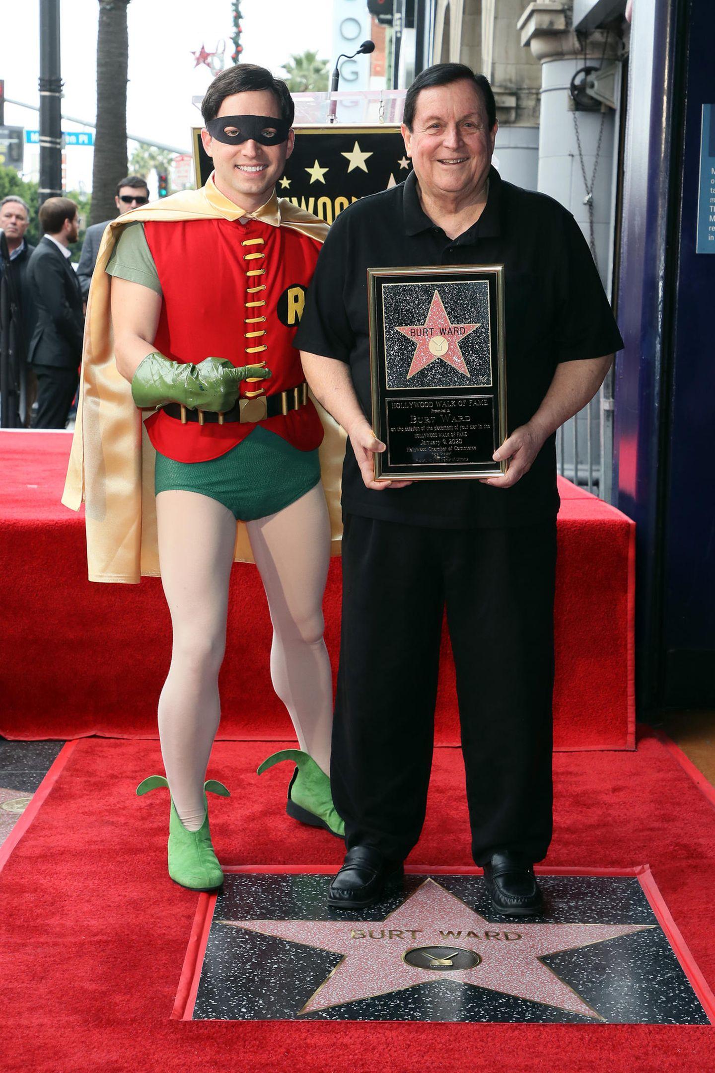 """9. Januar 2020  Wer noch ein Fan der alten """"Batman""""-Fernsehserie aus den 60er Jahren ist, dem dürfte der Empfänger des neuesten Stern auf dem Walk of Fame Burt Ward kein Unbekannter sein. Zusammen mit """"Batman""""Adam West bildete er damals das """"dynamische Duo""""."""