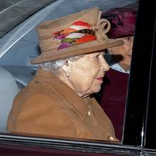 Queen Elizabeth am 12. Januar 2020 auf dem Weg zur St Mary Magdalene Church in Norfolk.