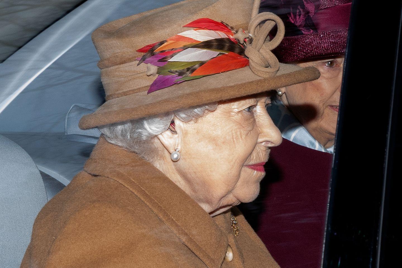Queen Elizabeth am 12. Januar 2020 auf dem Weg zur StMary Magdalene Church in Norfolk.