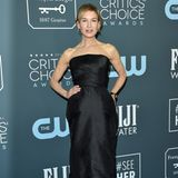 Weniger ist mehr, dachte sich Renee Zellweger und verzaubert in einem klassischen Kleid ohne Träger von Dior.