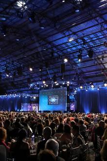 Der Barker Hangar auf dem Santa Monica Airport ist jedes Jahr wieder eine beeindruckende Kulisse für die Verleihung der Critics' Choice Awards.