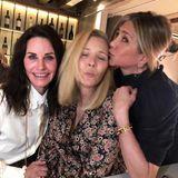 Oder so knutschig, wie Lisa Kudrow hier ihren Followern zeigt. Guten Freunden gibt man schließlich ein Küsschen.