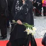 Jan Fedder (†): Michaela May kommt mit Blumen - ein letzter Abschiedsgruß.