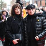 Jan Fedder (†): Auch Sänger Klaus Meine und seine Frau Gabi verabschieden sich von Jan Fedder.