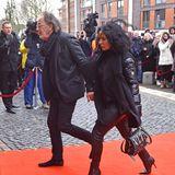 TV-Gesicht Hugo Egon Balder nimmt gemeinsam mitseiner Freundin Elena Abschied vomnorddeutschen Urgestein.