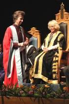 Herzogin Camilla verleiht Prinzessin Anne einen Ehrentitel