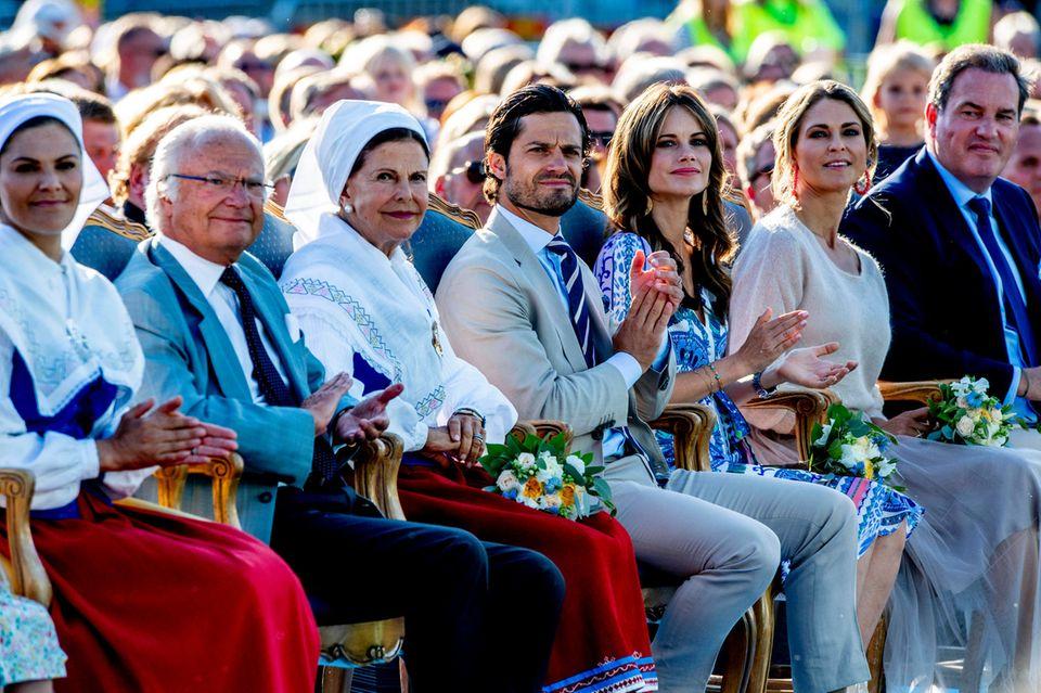 Prinzessin Victoria, König Carl Gustaf, Königin Silvia, Prinz Carl Philip, Prinzessin Sofia, Prinzessin Madeleine und Chris O'Neill