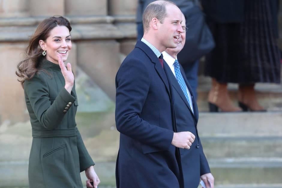 Zurück im Dienst: Prinz William erhebt Rapperin in den Ritterstand