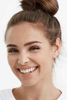 Hausmittel können Zähne weißer machen.