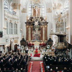 Jan Fedder (†): Jan Fedder hatte sich eine Trauerfeier im  Michel, dem Wahrzeichen Hamburgs, gewünscht. Dieser letzter Wunsch wird ihm nun erfüllt.
