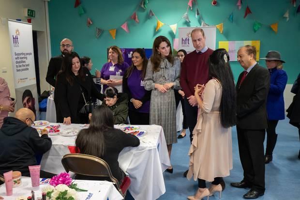 """Kate und William besuchen dasKhidmat Centre,das Menschen in schwierigen Lebenslagen zur Seite steht.Dort nehmen die Cambridgesan einer Sitzung der Initiative""""Better Start Bradford"""" teil, die mehr als 20 Projekte für schwangere Frauen und Familien mit Kindern unter vier Jahren durchführt."""