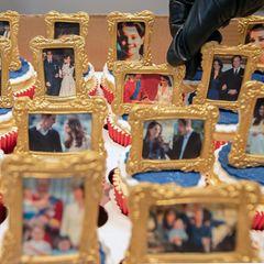 Der Kuchen für Kate und William wurde mit viel Liebe gebacken und zeigt verschiedene Fotos des Paares und seiner Familie.