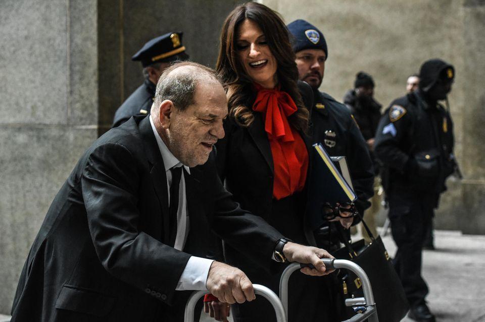 Gute Miene zum bösen Spiel: Harvey Weinstein und Donna Rotunno vor dem Gericht in New York City