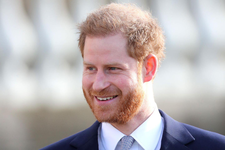 Prinz Harry hat trotz Royal-Krise sein Lachen nicht verloren. Das beweist er beim Termin im Palast am 16. Januar.