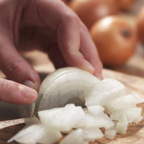 Zwiebeln schneiden