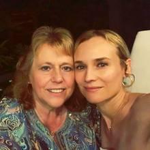 Diane Kruger ist trotz ihrer Hollywood-Karriere ziemlich bodenständig geblieben. Regelmäßig besucht sie ihreMutter Maria-Theresa Heidkrüger in ihrer niedersächsischen Heimat; auch auf Events ist sie ab und anihre Begleitung. Zum Jahresbeginn bedankt sich die Schauspielerinmit einem liebevollen Instagram-Post für die stetige Unterstützung.