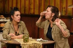 Elena Miras und Danni Büchner bei der Dschungelprüfung