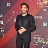 Schick in Schwarz: Elyas M'Barek ist nur einer der vielen Stargäste beim Bayerischen Filmpreis im Münchner Prinzregententheater.