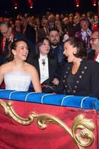17. Januar 2020  Hier gibt's was zu lachen!Prinzessin Stéphanie von Monaco besucht mit ihren beiden TöchternPauline Ducruet und Camille Gottlieb das44.Internationale Zirkusfestival, und wie es aussieht, amüsierensich die drei Monegassinnen dabei ganz fürstlich.