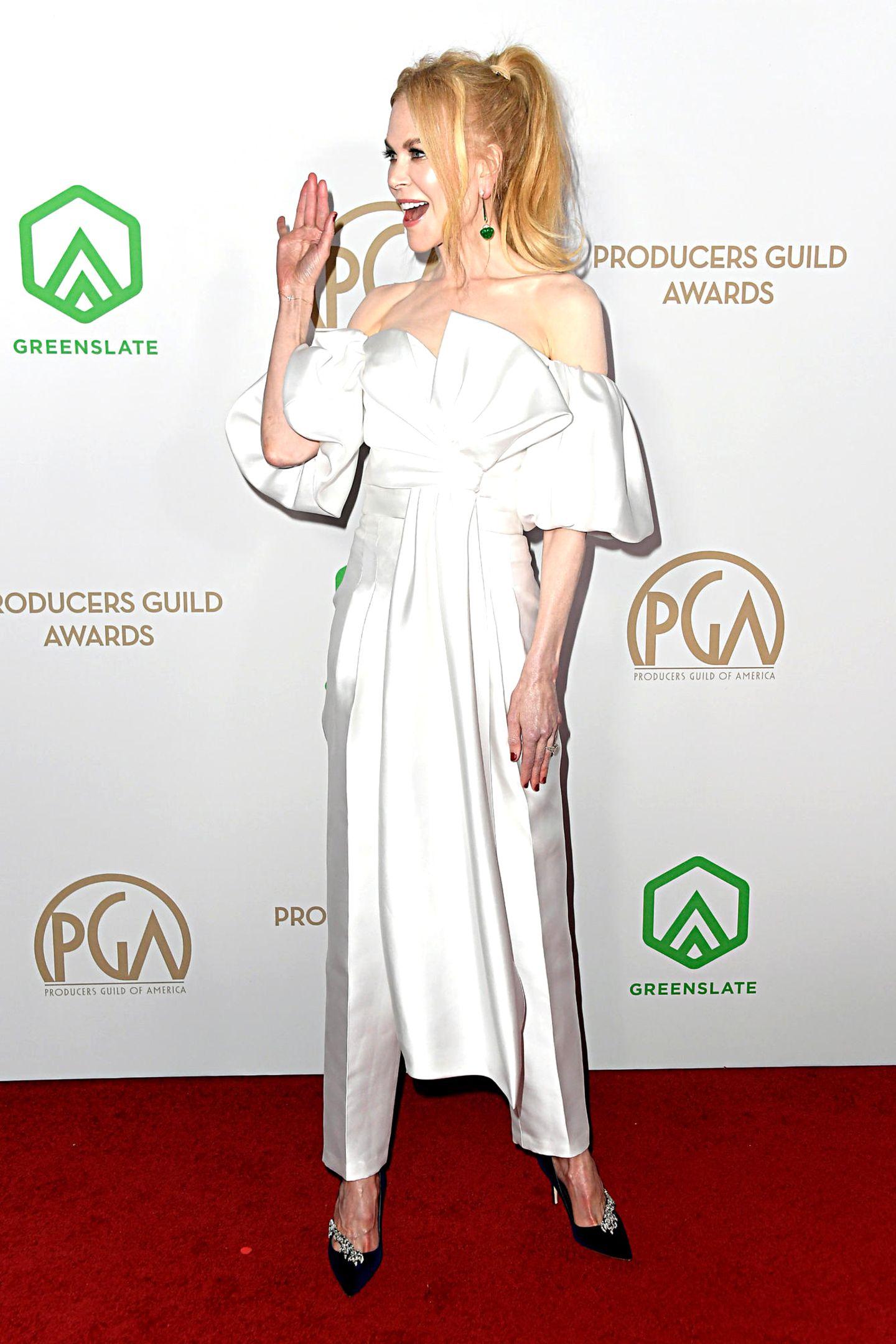 Gute Laune verbreitet Nicole Kidmanim eleganten Hosen-Dress von J.Mendel.