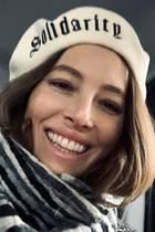 18. Januar 2020  In Washington, Los Angeles und anderen US-Städten marschierten beim Women's March wieder Tausende für Gleichberechtigung und Frauenrechte. Jessica Biel hat es diesmal leider nicht geschafft, bekundetaber mit diesem strahlenden Instagram-Selfie ihre volle Solidarität. Und das sogar mit passender Kopfbedeckung.