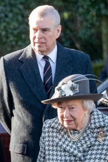 Es ist das erste Mal, dass man die Queen mitPrinz Andrew seit dessemskandalösem Interview über Sexualstraftäter Jeffrey Epstein zu Gesicht bekommt. Ausgestrahlt wurde es am 16. November 2019.
