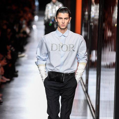 Ein Prinz auf dem Laufsteg: Nachdem Nikolai von Dänemark seine Militärausbildung abgebrochen hat, avanciert er so langsam aber sicher zum Male-Topmodel. Gerade erst konnte man den 20-Jährigen bei der Dior-Show in Paris anschmachten.