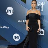 Jennifer Lopez im eleganten schulterfreien Look von Georges Hobeika und Schmuck von Harry Winston.