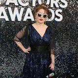 Helena Bonham Carter gewohnt exzentrisch in dunkelblauen Pailletten