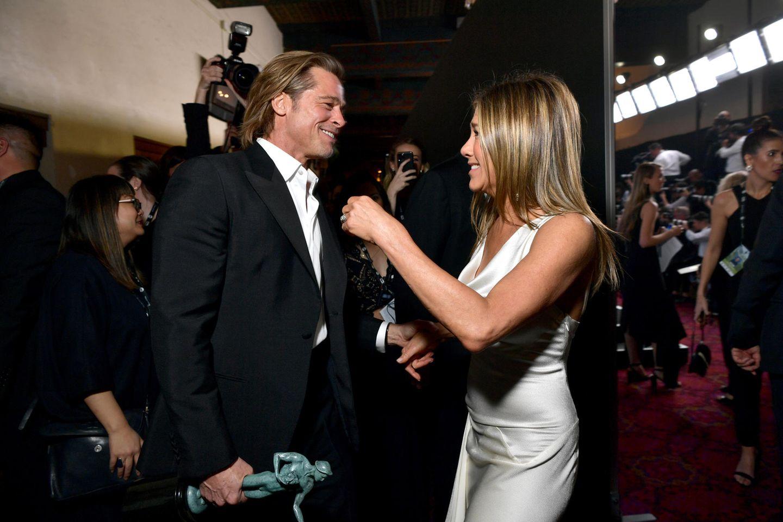 19. Januar 2020  15 Jahre und zwei gescheiterte Ehen später scheinen sich Brad Pitt und Angelina Jolie wieder anzunähern. Bei der Verleihung der SAG Awards am 19. Januar 2020 treffen die beiden backstage aufeinander und beglückwünschen sich gegenseitig zu ihren Trophäen.