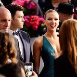 SAG Awards 2020: Scarlett Johansson schreitet an der Seite von Partner Colin Jost über den roten Teppich zur Verleihung.